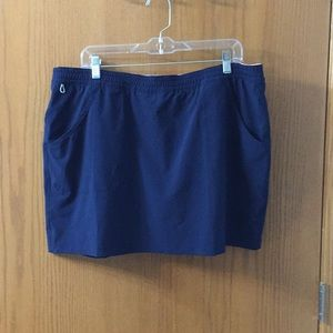 Columbia sport skort dark blue.